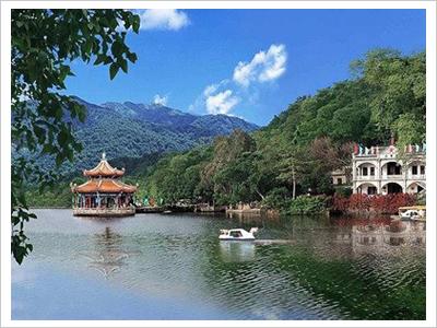 潮州西湖风景区由葫芦山和西湖两部份组成.